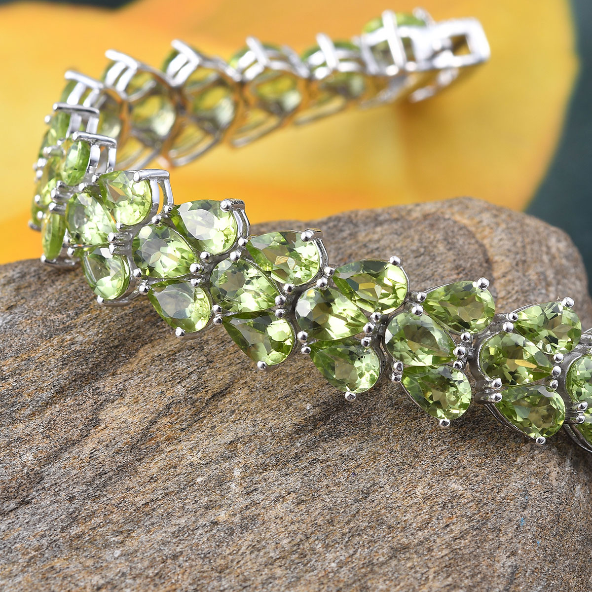 Hebei Peridot Cluster Bracelet in Platinum Over Sterling Silver (8.00 In) 35.66 ctw