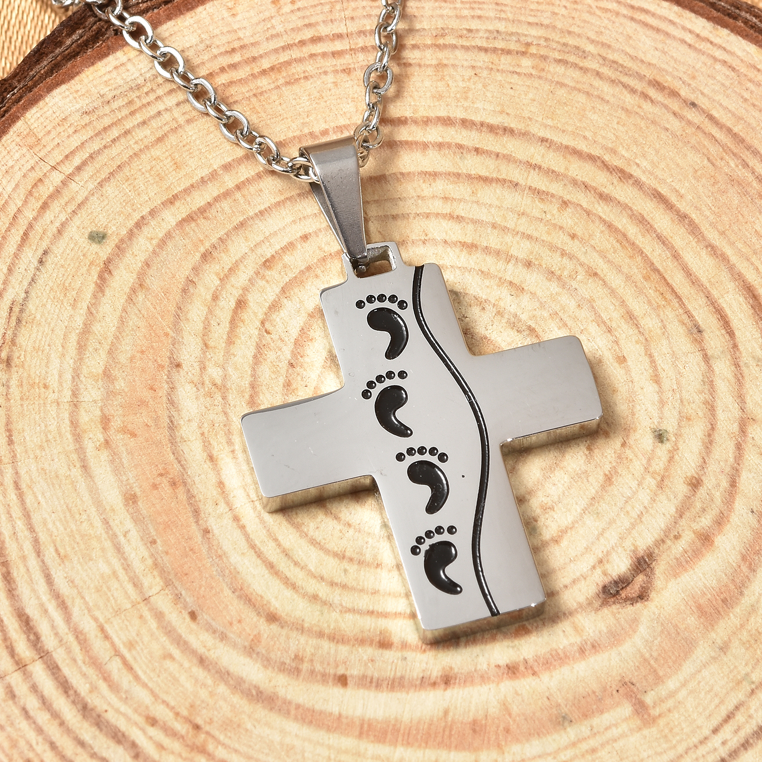 Footprint Engraved Pendant Necklace 19.50 Inch In Black